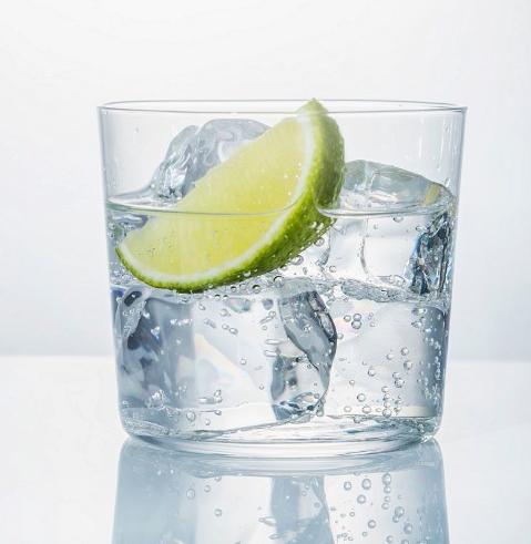bajar de peso tomando agua con limon