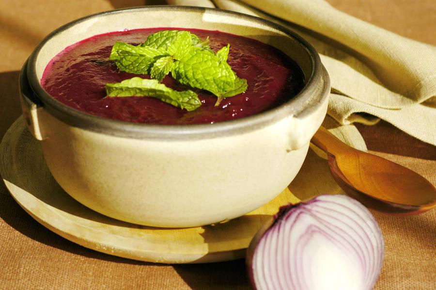 La receta del gazpacho con cebolla roja y picotas