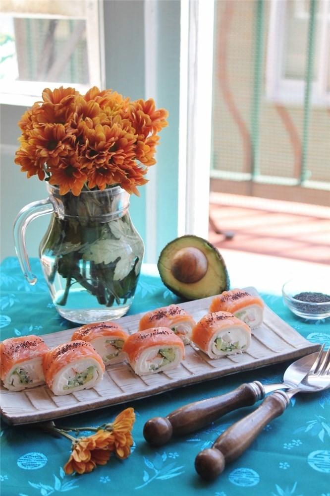 Deliciosos enrollados de salmón y cangrejo fáciles de hacer