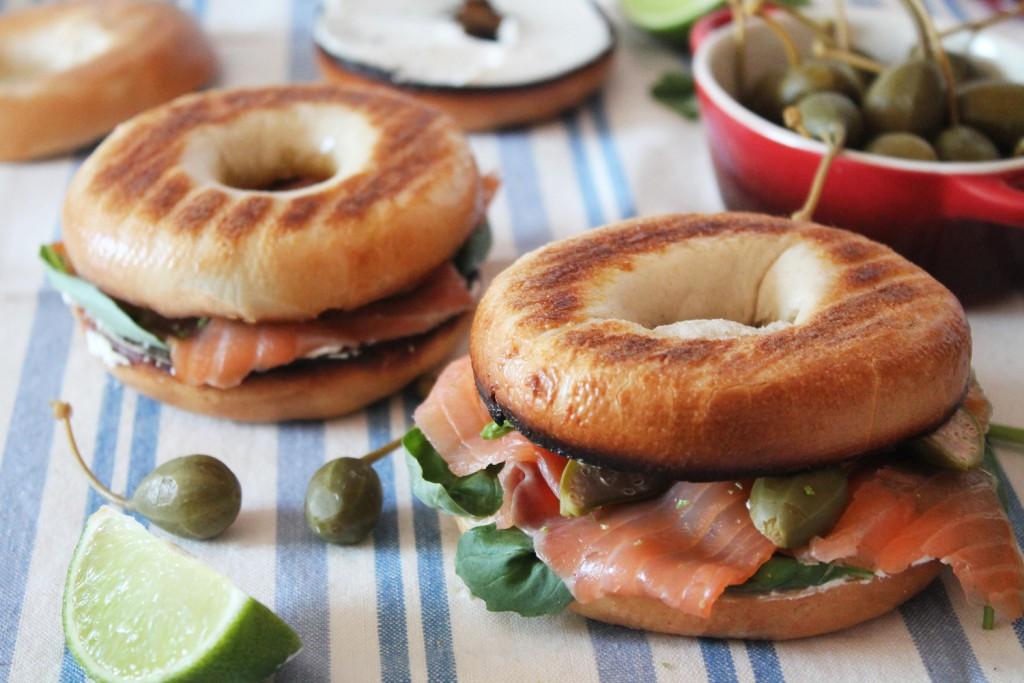 Deliciosos Bagels de Salmón y Alcaparras con queso fresco