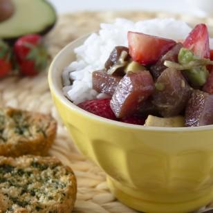 Tartar de atún con fresas y aguacate