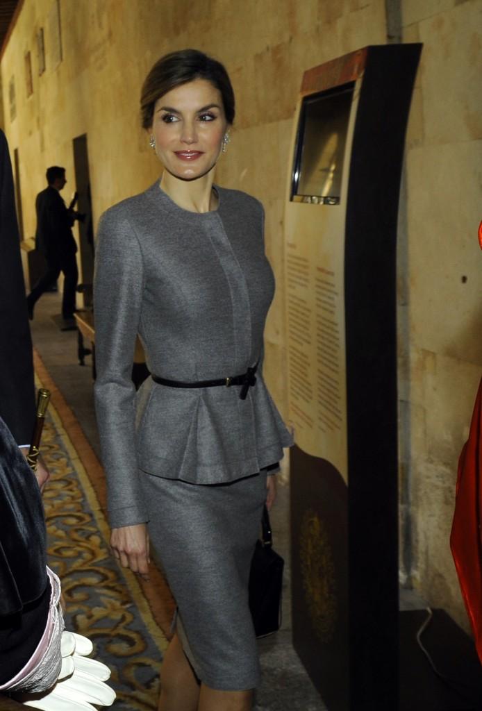Doña Letizia, impecable con un look de Carolina Herrera