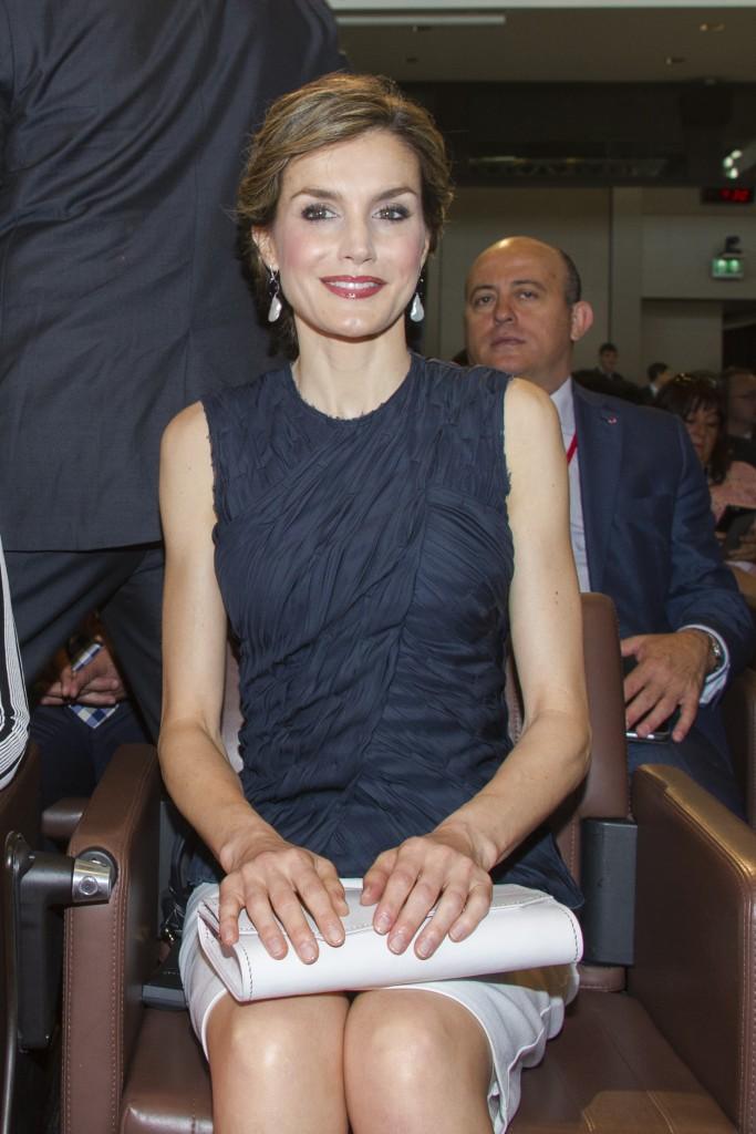 El look de Nina Ricci y Hugo Boss de Letizia en París