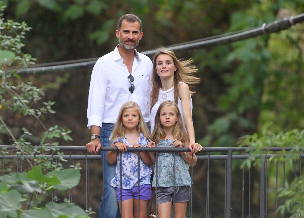 Imagen de archivo de las vacaciones en Mallorca de Don Felipe, Letizia y sus hijas, en 2013