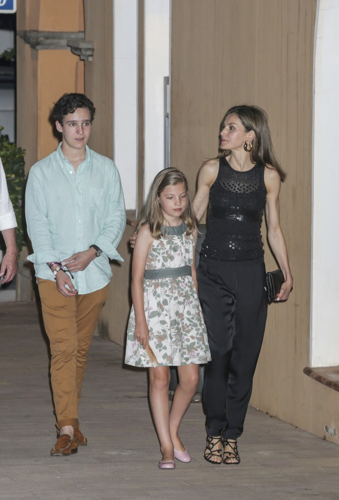 La Reina, con la Princesa Sofía y su sobrino Froilán