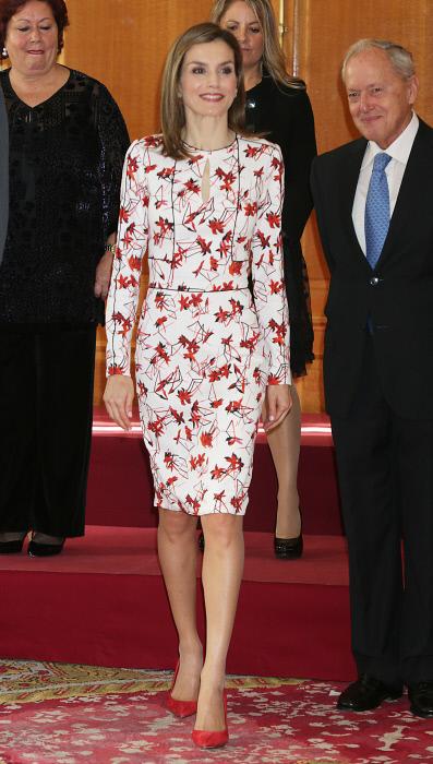 La reina Letiizia, con vestido de flores