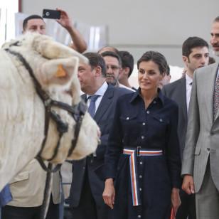 El look 'cowboy' de Letizia para acudir a una feria de ganado