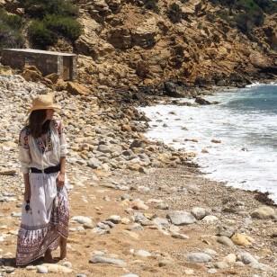 Con vestido ibicenco para un puente de relax en Ibiza