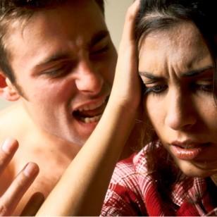 pareja-discute-malos-tratos