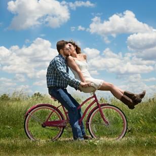 Una pareja, divirtiéndose