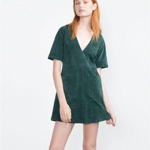 Vestido de ante en verde de Zara