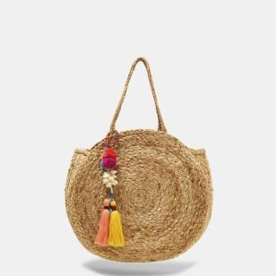 Bolso circular con borlas de colores de Zara 29,95 EUR