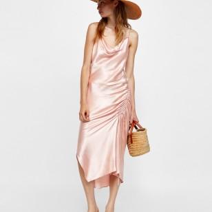 Vestido satinado de Zara 39,95 EUR