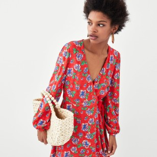 Vestido estampado con flores de Zara 25,95 EUR