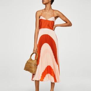 Vestido bicolor plisado de Mango 89,99 €