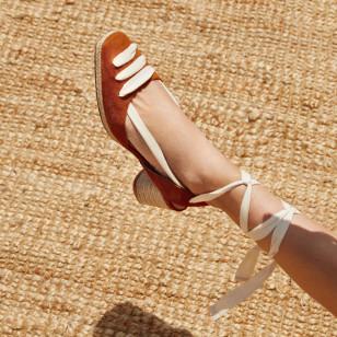 Zapatos con tacón de esparto de Uterqüe 89€