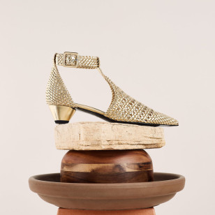 Zapatos dorados de Uterqüe 99,00 €