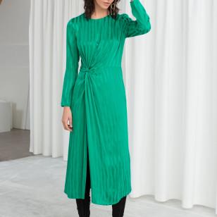 25 vestidos navideños que podrás usar como vestido de invitada