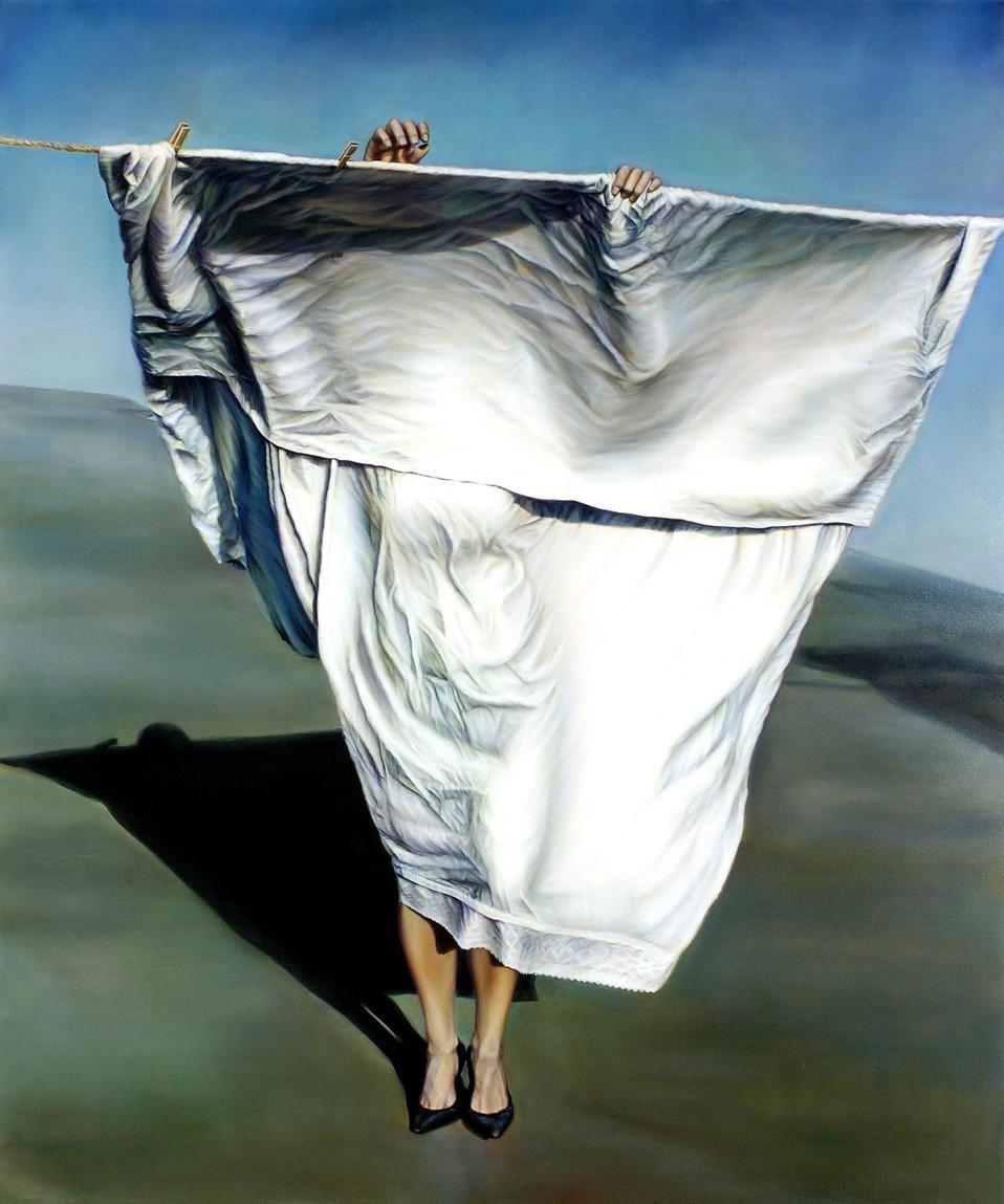¿Qué mujer se esconde detrás de la sábana y el velo?