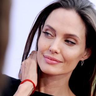 Angelina Jolie con tightlining