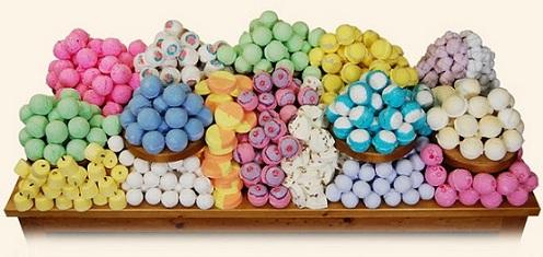 Las bombas de Lush Fresh Handmade Cosmetics (www.es.lush.com) crean un momento mágico a la hora del baño. Elige la que más te guste para hidratar, suavizar y perfumar tu piel y mejorar tu humor. Precios a partir de 2,30 €).