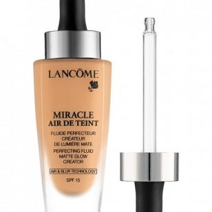 Lancôme. Maquillaje fluido Perfeccionador Miracle Air de Teint Lancôme. Aplicador Fresh Touch avanzado, que proporciona una sensación fresca y humectante, y se funde fácilmente (41,50 €)