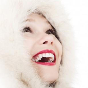 mujer-capucha-polar
