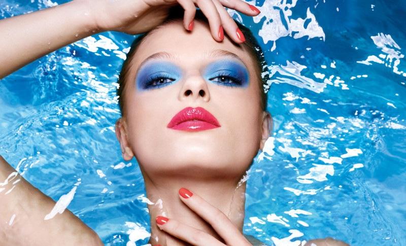 maquillaje chica verano piscina