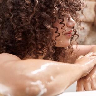 14 tratamientos y un peine que potencian tus rizos naturales