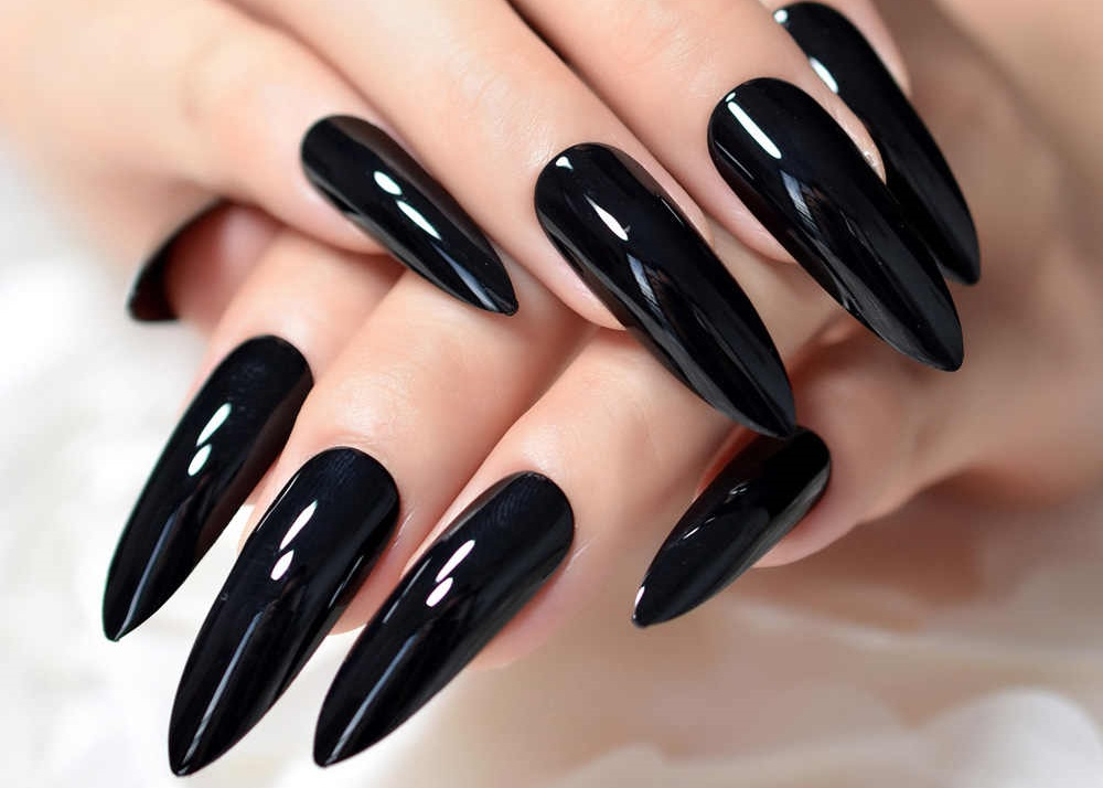 Esmalte Negro La Tendencia Que Lleva Tus Uñas Al Lado