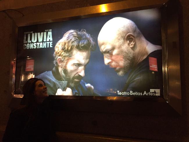 Raquel Sánchez Silva, frente al cartel iluminado de 'Lluvia Constante'