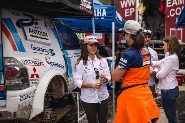 Cristina Gutiérrez, primera mujer en completar el Rally Dakar en coches